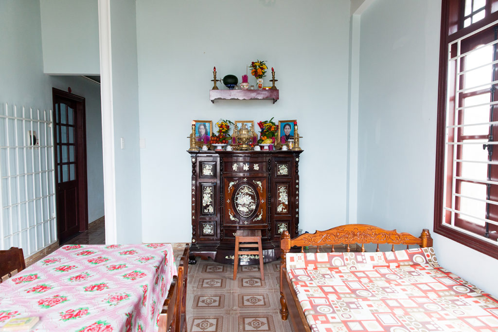 Hoi An, Vietnam: Family altar inside Vietnamese house